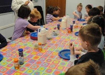 tom thumb students performing science experiments